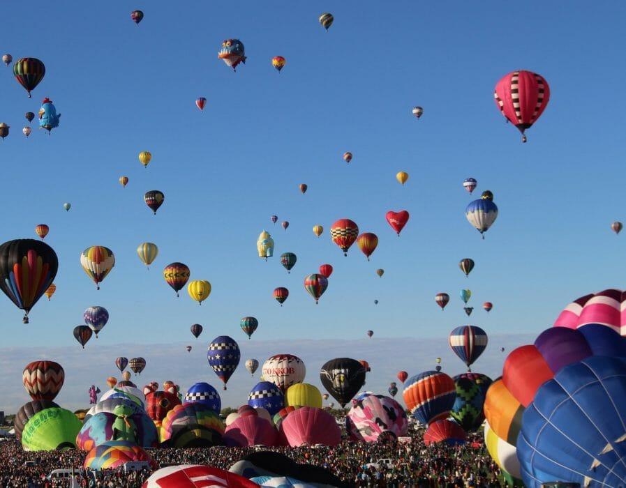 hot-air-balloons-2127076_1920